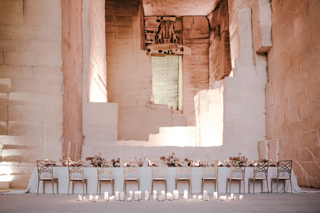 Stunning wedding dinner decor by Les Grands Moments Wedding Planner and Designer
