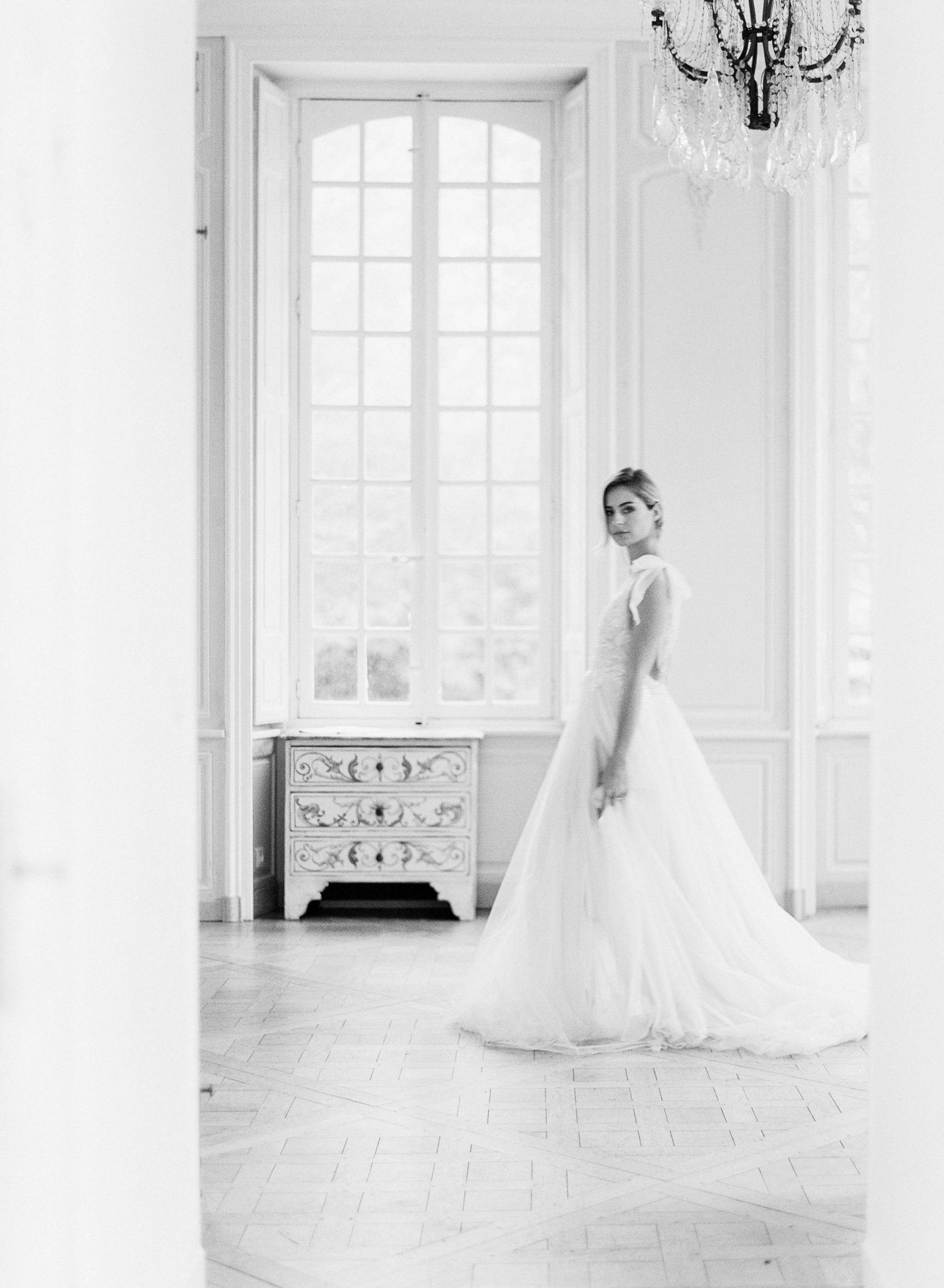 Les Grands Moments Destination Wedding Planner across France produces refined wedding for a discerning clientele